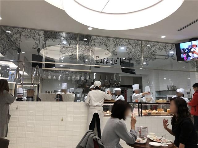 山手調理製菓専門学校のカフェの様子1