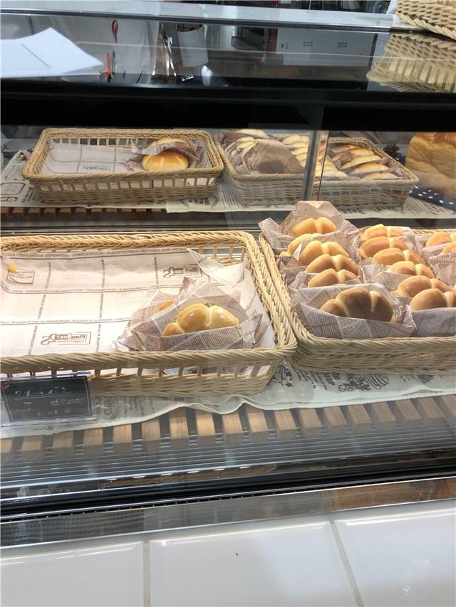 山手調理製菓専門学校のカフェのパン